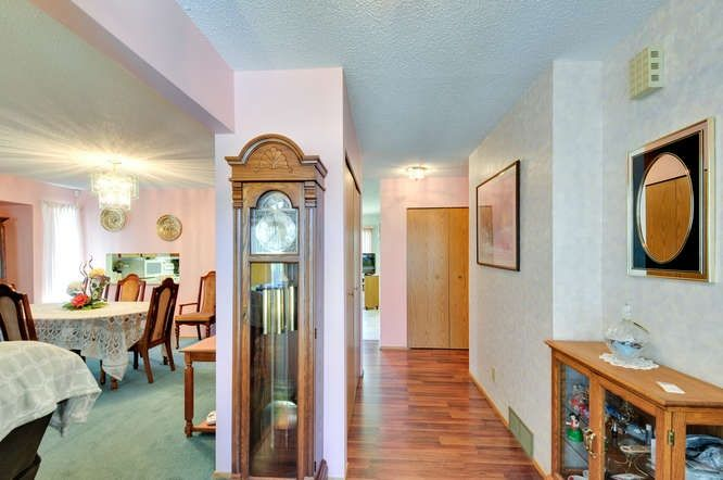 Photo 2: Photos: 15506 19 Avenue in Surrey: King George Corridor House for sale (South Surrey White Rock)  : MLS®# R2200836