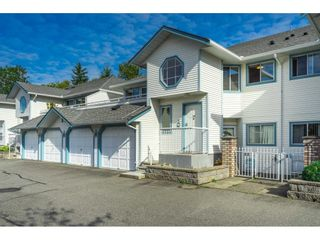 """Photo 3: 34 19797 64 Avenue in Langley: Willoughby Heights Townhouse for sale in """"CHERITON PARK"""" : MLS®# R2624179"""