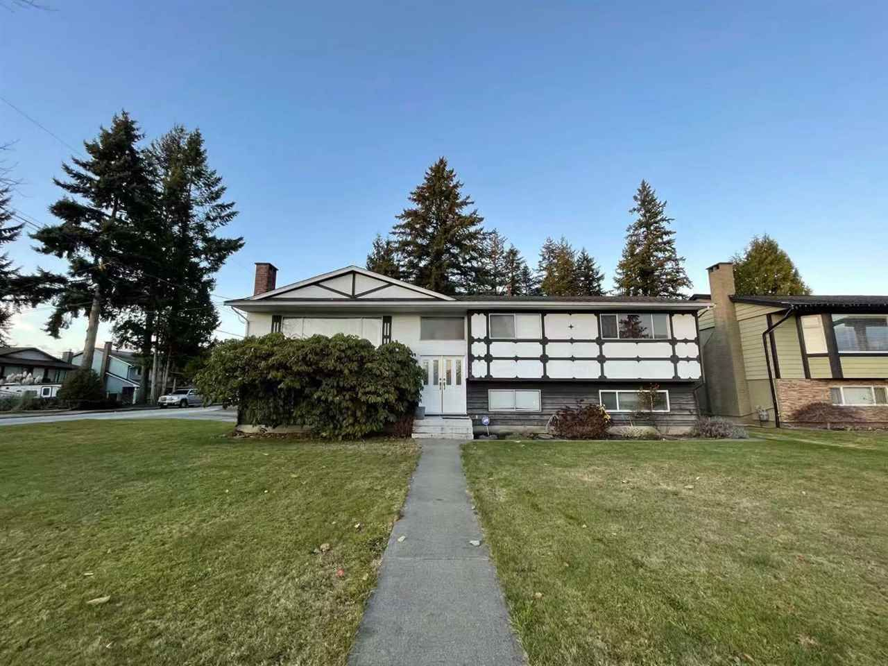 Main Photo: 1189 BRISBANE Avenue in Coquitlam: Harbour Chines House for sale : MLS®# R2522091