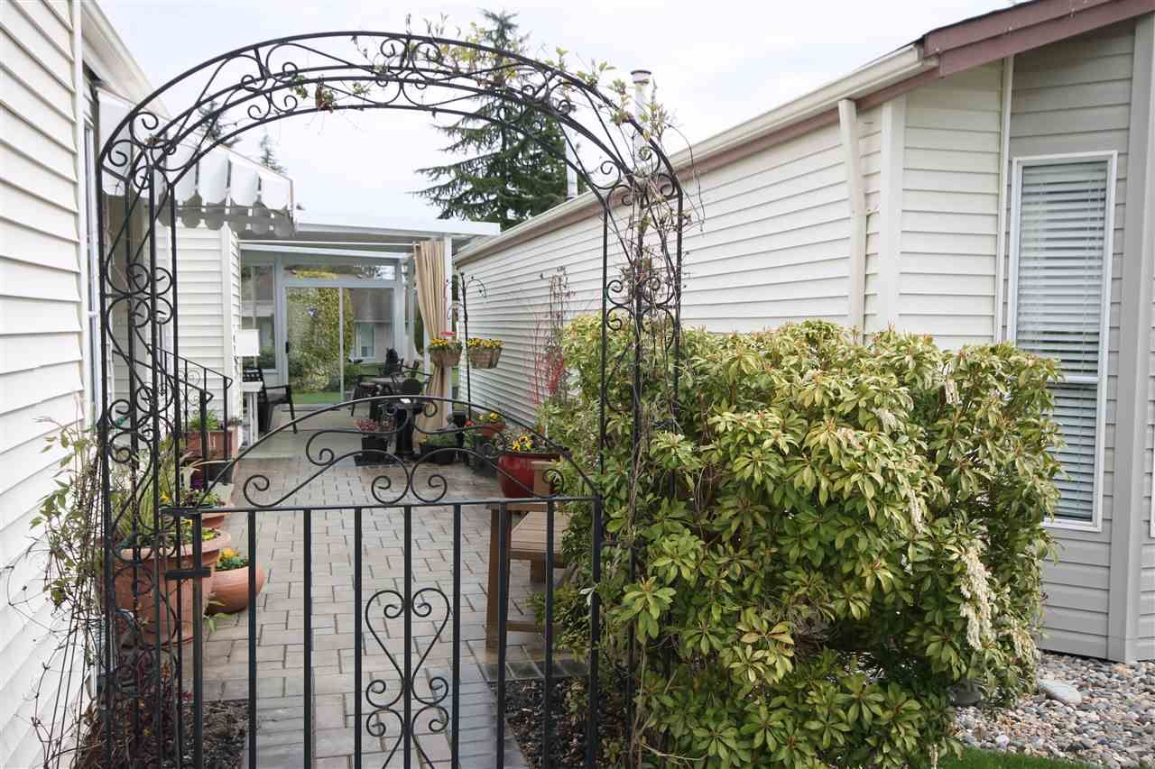 """Photo 16: Photos: 69 2345 CRANLEY Drive in Surrey: King George Corridor Manufactured Home for sale in """"La Mesa"""" (South Surrey White Rock)  : MLS®# R2153099"""