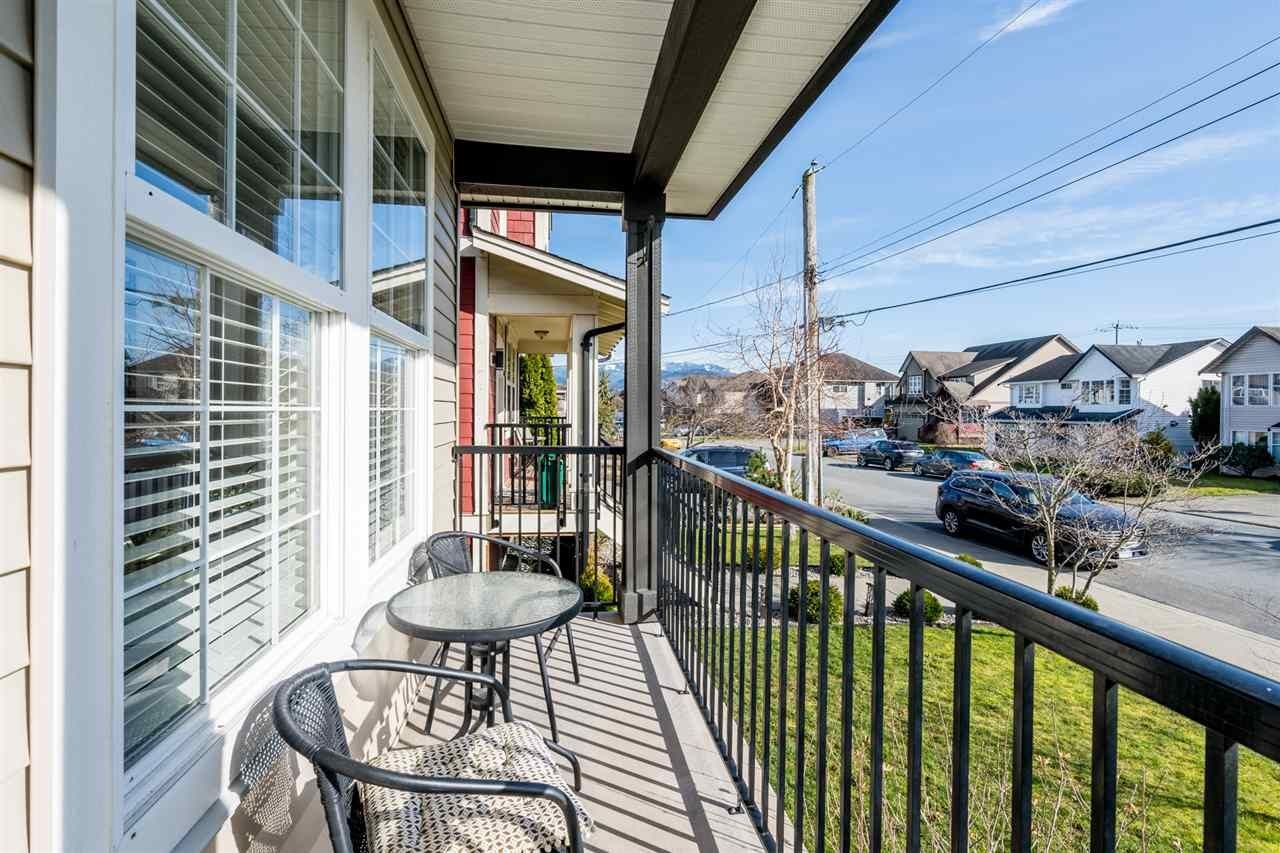 """Photo 3: Photos: 34777 1ST Avenue in Abbotsford: Poplar House for sale in """"Huntingdon Village"""" : MLS®# R2545017"""