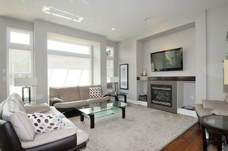 Photo 3: 19456 THORBURN WAY in Pitt Meadows: South Meadows House for sale : MLS®# R2189637