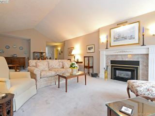Photo 3: 10 928 Bearwood Lane in VICTORIA: SE Broadmead Row/Townhouse for sale (Saanich East)  : MLS®# 785859
