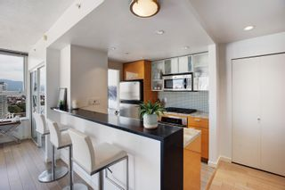 """Photo 3: 3307 33 SMITHE Street in Vancouver: Yaletown Condo for sale in """"COOPER'S LOOKOUT"""" (Vancouver West)  : MLS®# R2615498"""