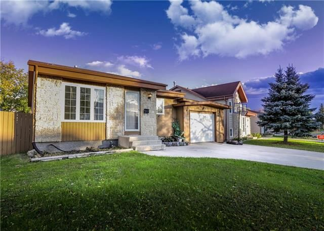 Main Photo: 209 Rose Hill Way in Winnipeg: Single Family Detached for sale (4L)  : MLS®# 1929134