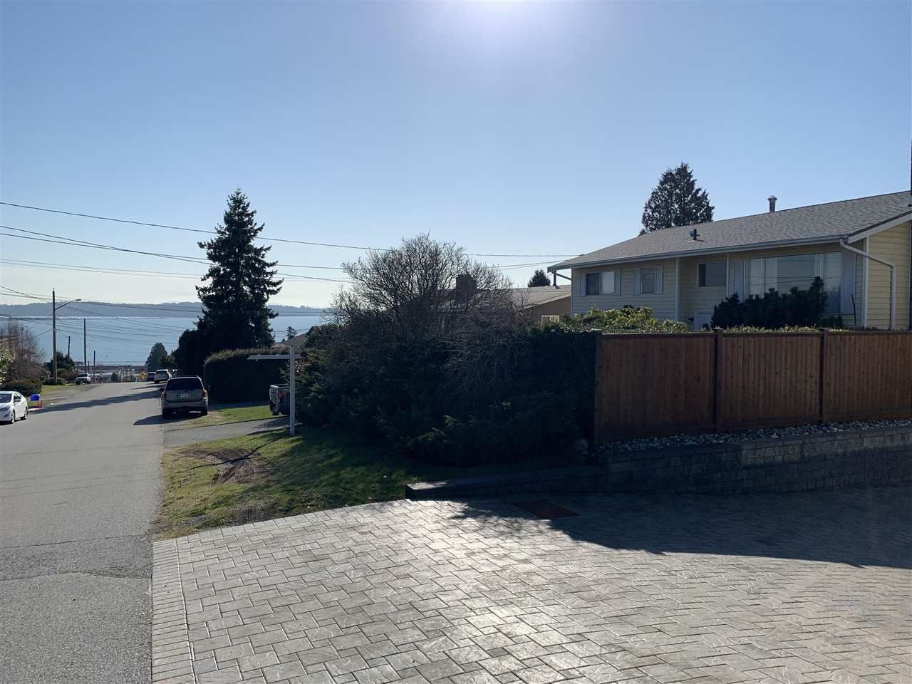 Main Photo: 1081 PARKER Street: White Rock House for sale (South Surrey White Rock)  : MLS®# R2437883