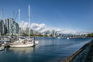 """Photo 2: 1012 IRONWORK Passage in Vancouver: False Creek Townhouse for sale in """"MARINE MEWS"""" (Vancouver West)  : MLS®# R2207669"""