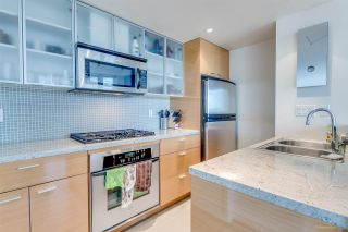 """Photo 7: 1705 33 SMITHE Street in Vancouver: Yaletown Condo for sale in """"COOPERS LOOKOUT"""" (Vancouver West)  : MLS®# R2129827"""
