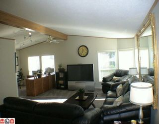 """Photo 4: 27A 24330 FRASER Highway in Langley: Otter District Manufactured Home for sale in """"LANGLEY GROVE ESTATES"""" : MLS®# F1002102"""
