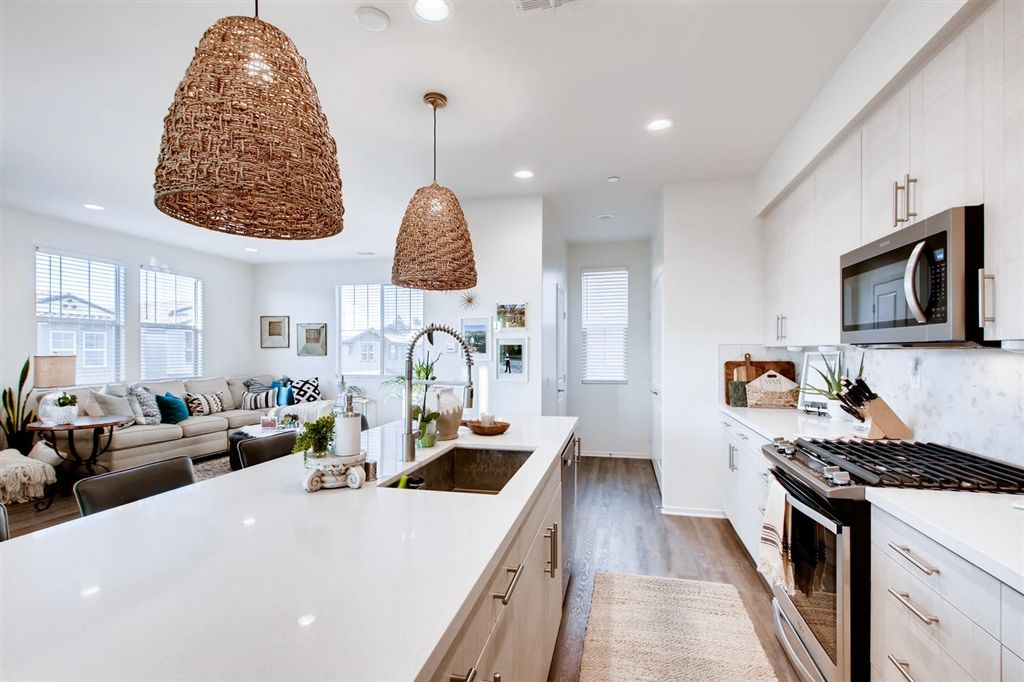 Main Photo: OCEANSIDE Townhouse for sale : 4 bedrooms : 1305 Via Lucero