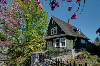 Photo 1: 214 ST. PATRICK STREET in New Westminster: Queens Park House for sale : MLS®# R2254175