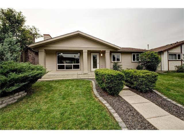 Photo 2: Photos: 448 CEDARPARK Drive SW in Calgary: Cedarbrae House for sale : MLS®# C4084629