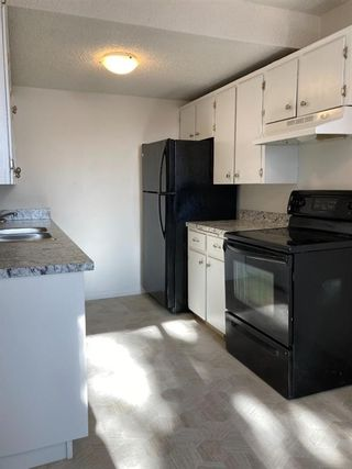 Photo 2: 15 4531 7 Avenue SE in Calgary: Forest Heights Row/Townhouse for sale : MLS®# A1069063