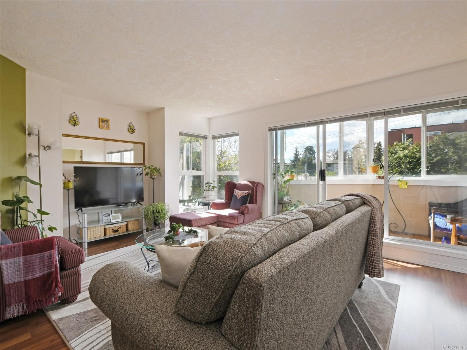 Main Photo: 113 40 W Gorge Rd in : SW Gorge Condo for sale (Saanich West)  : MLS®# 873870