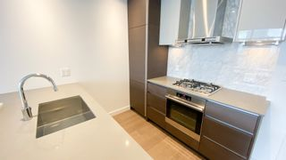 """Photo 6: 2205 4670 ASSEMBLY Way in Burnaby: Metrotown Condo for sale in """"Station Square"""" (Burnaby South)  : MLS®# R2625336"""