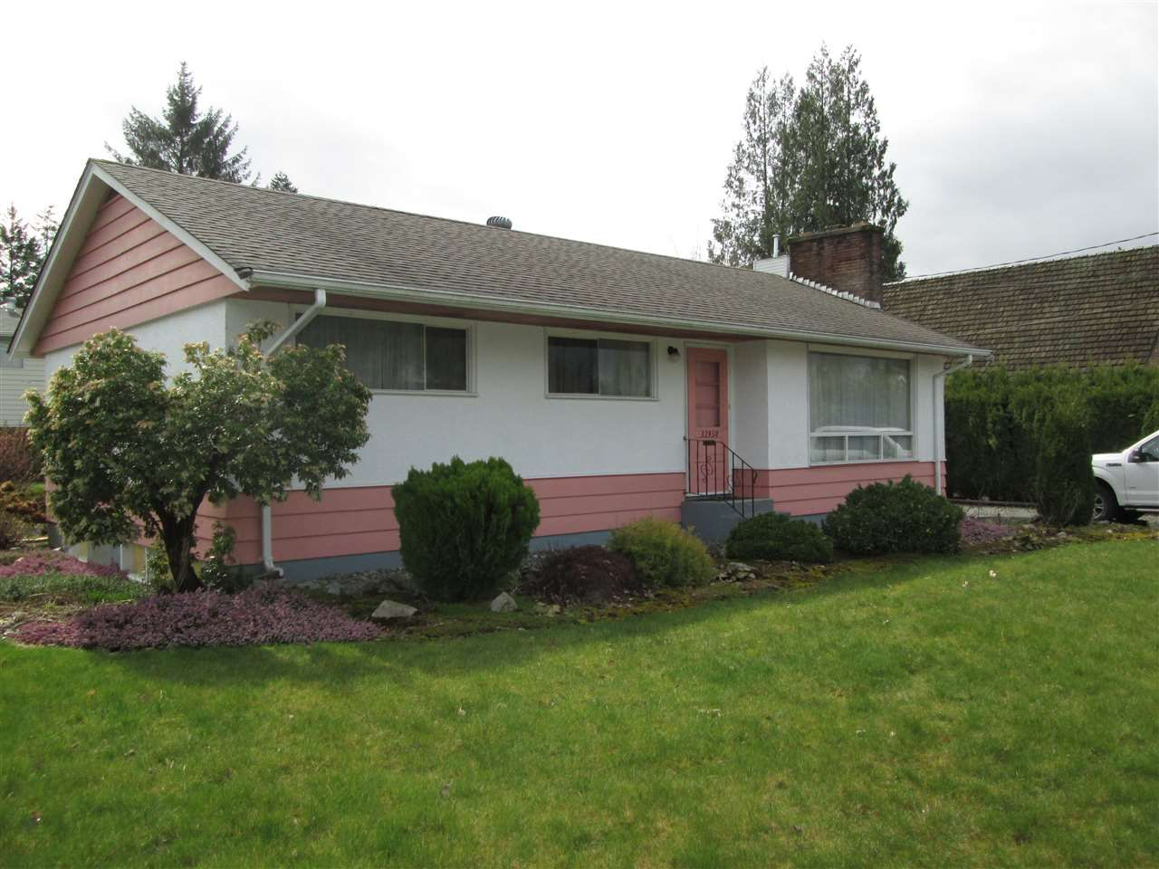 """Main Photo: 32950 BEVAN Avenue in Abbotsford: Central Abbotsford House for sale in """"Mill Lake Area"""" : MLS®# R2251284"""