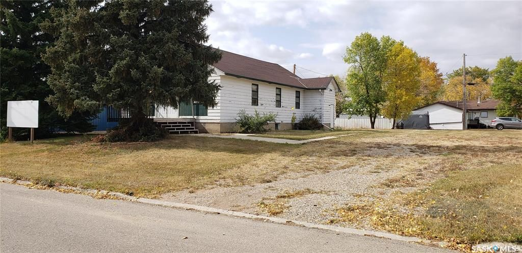 Main Photo: 311 3rd Avenue East in Lampman: Residential for sale : MLS®# SK863085