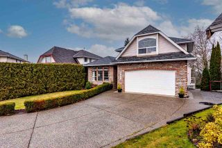 Photo 2: 3814 THORNTON Place in Abbotsford: Abbotsford East House for sale : MLS®# R2532758