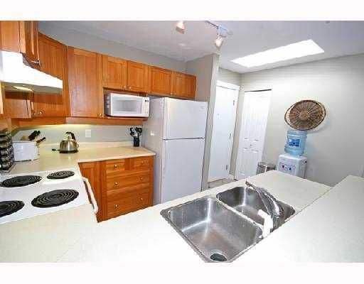 """Photo 3: Photos: 408 1438 PARKWAY Boulevard in Coquitlam: Westwood Plateau Condo for sale in """"THE MONTREUX"""" : MLS®# V733478"""