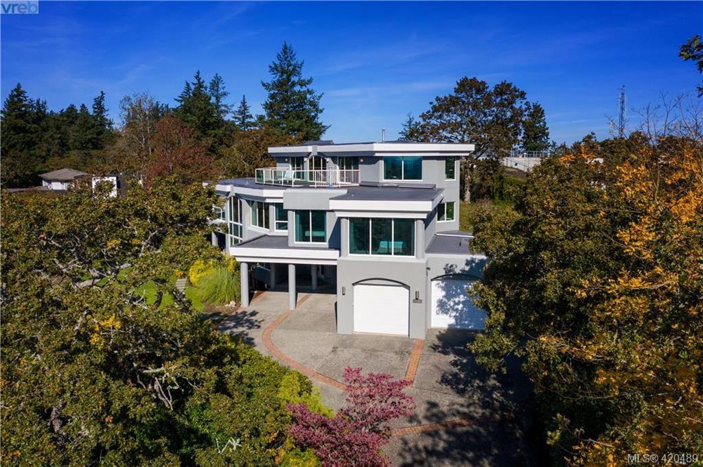 Main Photo: 916 Cobblestone Lane in VICTORIA: SE Broadmead House for sale (Saanich East)  : MLS®# 832198