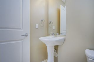 """Photo 5: 11 20350 68 Avenue in Langley: Willoughby Heights Townhouse for sale in """"SUNRIDGE"""" : MLS®# R2389347"""