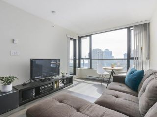 """Photo 3: 2306 977 MAINLAND Street in Vancouver: Yaletown Condo for sale in """"YALETOWN PARK 3"""" (Vancouver West)  : MLS®# R2367819"""