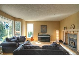 Photo 2: 3452 Sunheights Dr in VICTORIA: Co Triangle House for sale (Colwood)  : MLS®# 445588