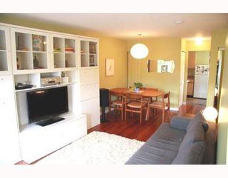 Photo 2: 2210 ST GEORGE Street in Vancouver: Mount Pleasant VE Townhouse for sale (Vancouver East)  : MLS®# V783723