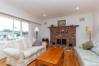 Photo 3: 1074 Londonderry Rd in Saanich: SE Lake Hill House for sale (Saanich East)  : MLS®# 841923