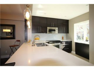 """Photo 2: 1337 W 8TH Avenue in Vancouver: Fairview VW Townhouse for sale in """"FAIRVIEW VILLAGE"""" (Vancouver West)  : MLS®# V1114051"""