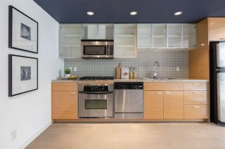 """Photo 1: 1507 33 SMITHE Street in Vancouver: Yaletown Condo for sale in """"COOPERS LOOKOUT"""" (Vancouver West)  : MLS®# R2539609"""