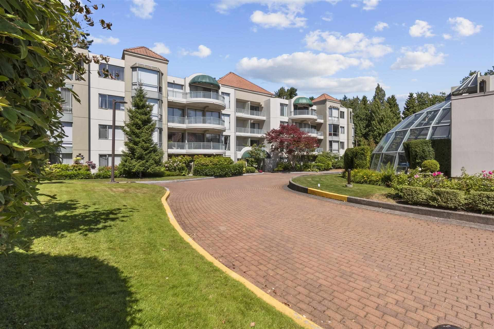 """Main Photo: 408 1745 MARTIN Drive in Surrey: Sunnyside Park Surrey Condo for sale in """"Southwynd"""" (South Surrey White Rock)  : MLS®# R2604162"""