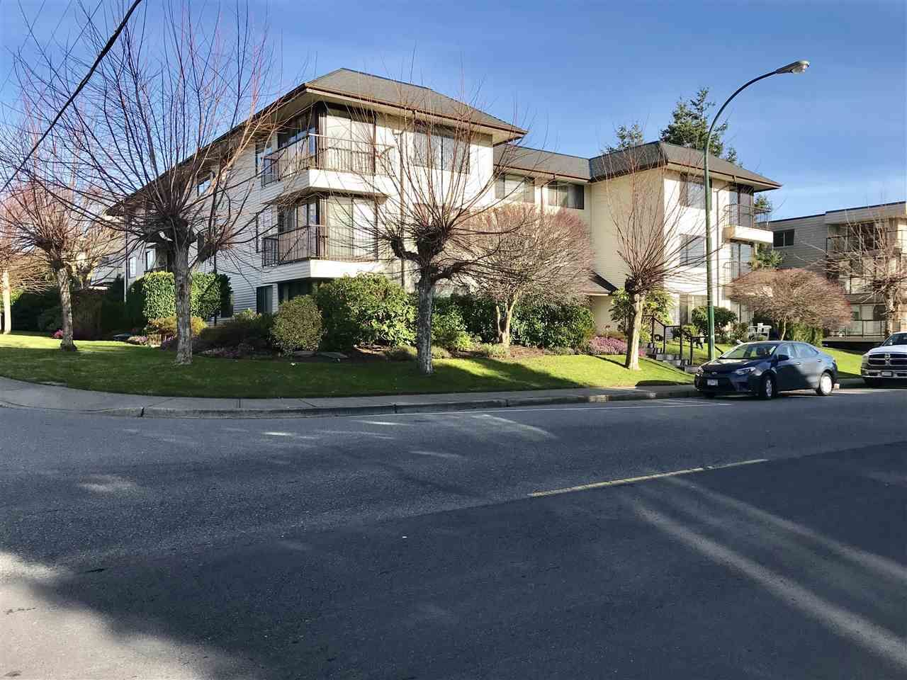 """Main Photo: 103 15317 THRIFT Avenue: White Rock Condo for sale in """"The Nottingham"""" (South Surrey White Rock)  : MLS®# R2336892"""