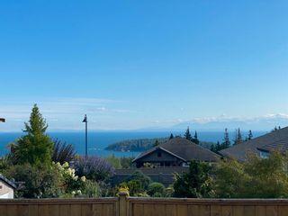 Photo 1: 5628 PETERS Crescent in Sechelt: Sechelt District House for sale (Sunshine Coast)  : MLS®# R2608126
