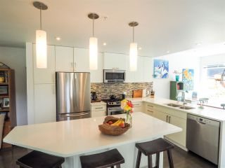 """Photo 4: 1 41488 BRENNAN Road in Squamish: Brackendale Townhouse for sale in """"Rivendale"""" : MLS®# R2485406"""