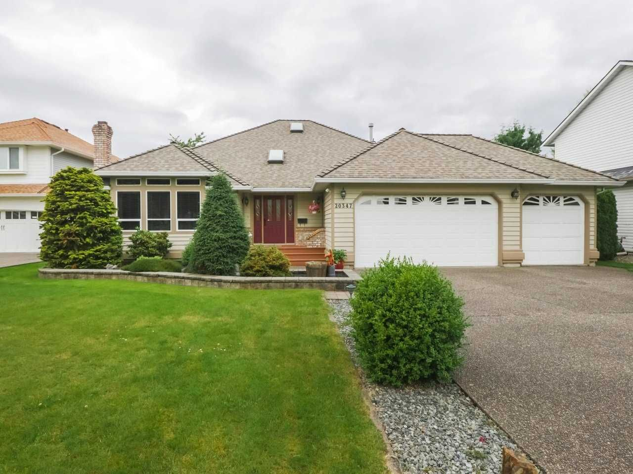 Main Photo: 20347 91B Avenue in Langley: Walnut Grove House for sale : MLS®# R2469967