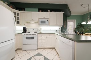 "Photo 10: 212 3098 GUILDFORD Way in Coquitlam: North Coquitlam Condo for sale in ""MARLBOROUGH HOUSE"" : MLS®# R2225808"