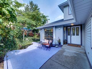 Photo 3: 6132 FAIRWAY Avenue in Sechelt: Sechelt District House for sale (Sunshine Coast)  : MLS®# R2623705