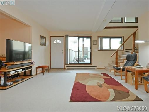 Main Photo: 102 109 Ontario St in VICTORIA: Vi James Bay Row/Townhouse for sale (Victoria)  : MLS®# 759163
