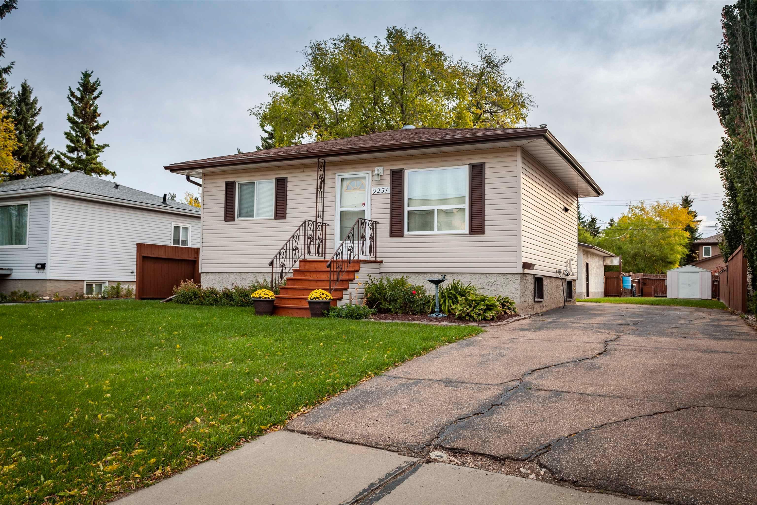 Main Photo: 9231 155 Street in Edmonton: Zone 22 House for sale : MLS®# E4263117