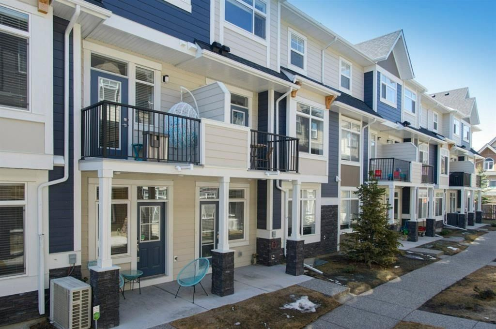 Main Photo: 110 Wentworth Row SW in Calgary: West Springs Row/Townhouse for sale : MLS®# A1100774
