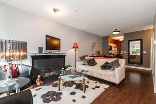 """Photo 3: 3262 E 54TH Avenue in Vancouver: Champlain Heights Townhouse for sale in """"BRITTANY AT CHAMPLAIN"""" (Vancouver East)  : MLS®# R2408336"""