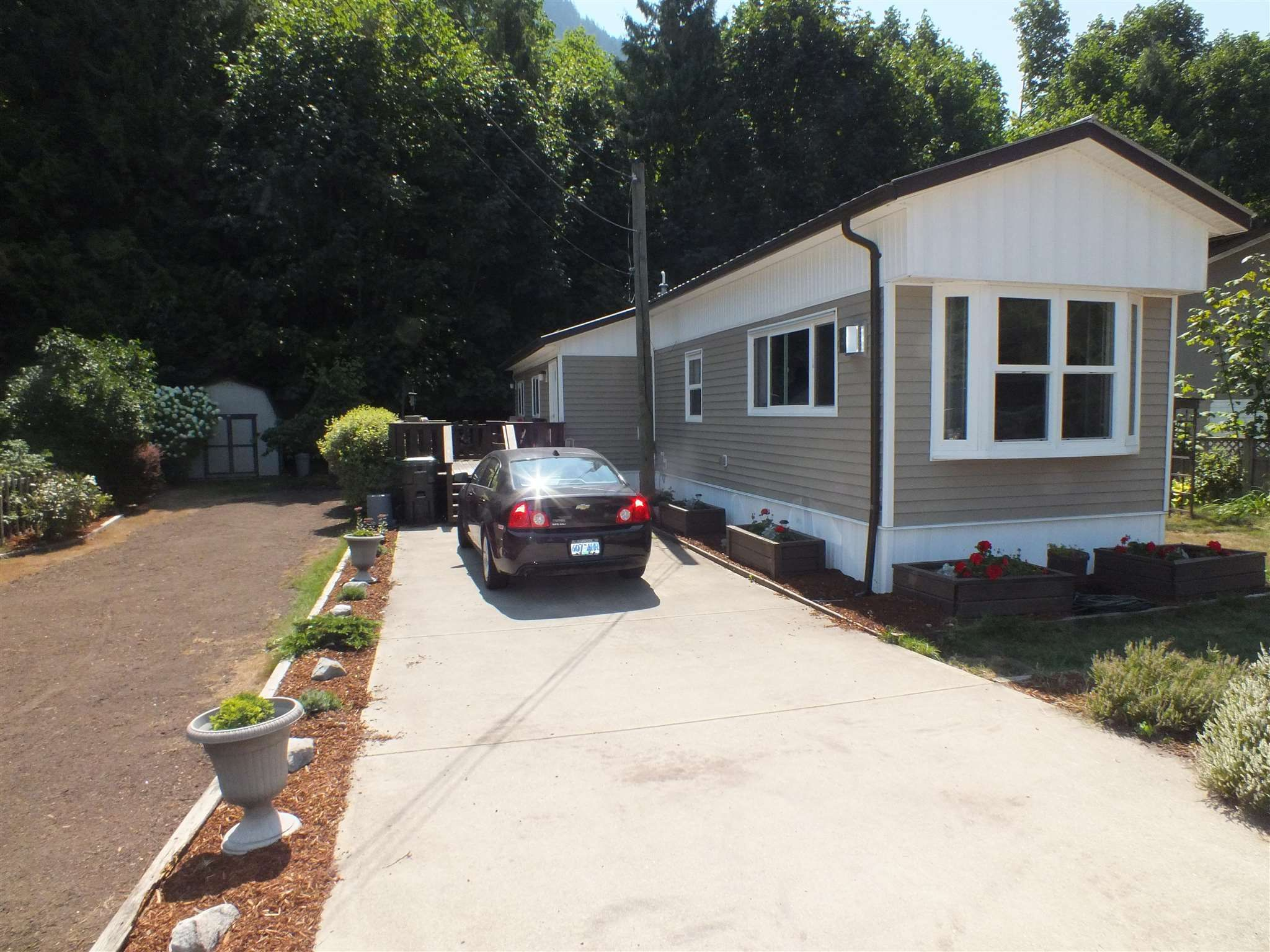 Main Photo: 1 63844 BAILEY Crescent in Hope: Hope Silver Creek Manufactured Home for sale : MLS®# R2607232
