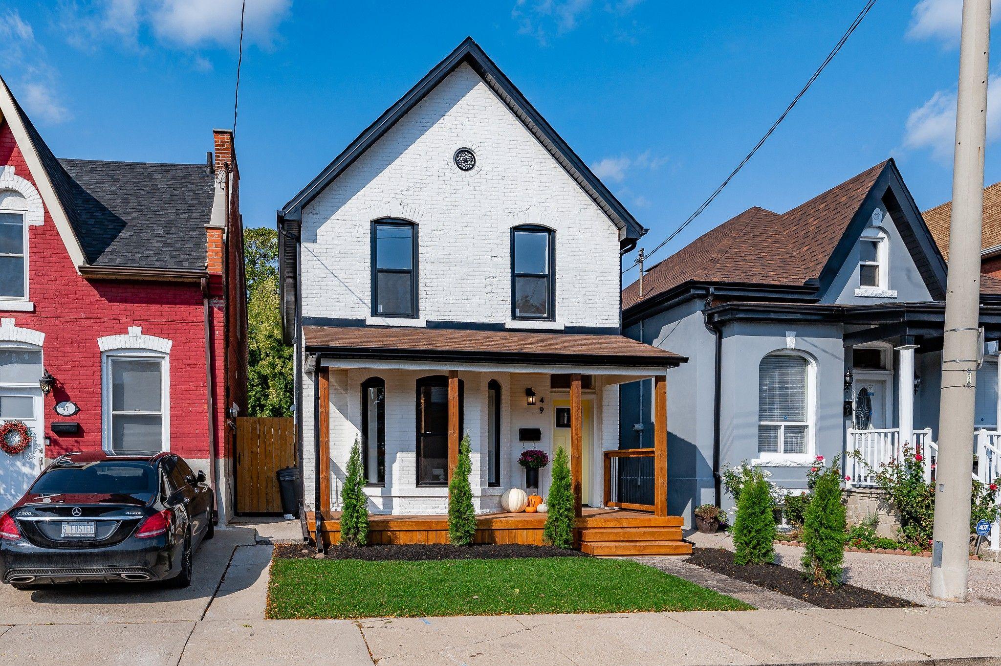 Main Photo: 49 Oak Avenue in Hamilton: House for sale : MLS®# H4090432