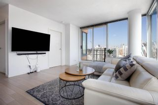 """Photo 8: 3307 33 SMITHE Street in Vancouver: Yaletown Condo for sale in """"COOPER'S LOOKOUT"""" (Vancouver West)  : MLS®# R2615498"""