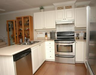 """Photo 4: 410 1591 BOOTH Avenue in Coquitlam: Maillardville Condo for sale in """"LE LAURENTIAN"""" : MLS®# V751480"""