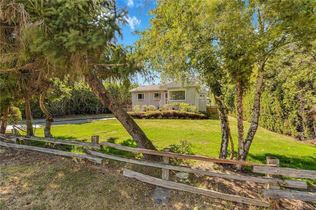 Main Photo: 4490 MAJESTIC Dr in : SE Gordon Head House for sale (Saanich East)  : MLS®# 845778