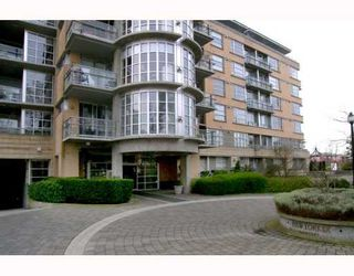 """Main Photo: 2655 CRANBERRY Drive in Vancouver: Kitsilano Condo for sale in """"NEW YORKER"""" (Vancouver West)  : MLS®# V639593"""