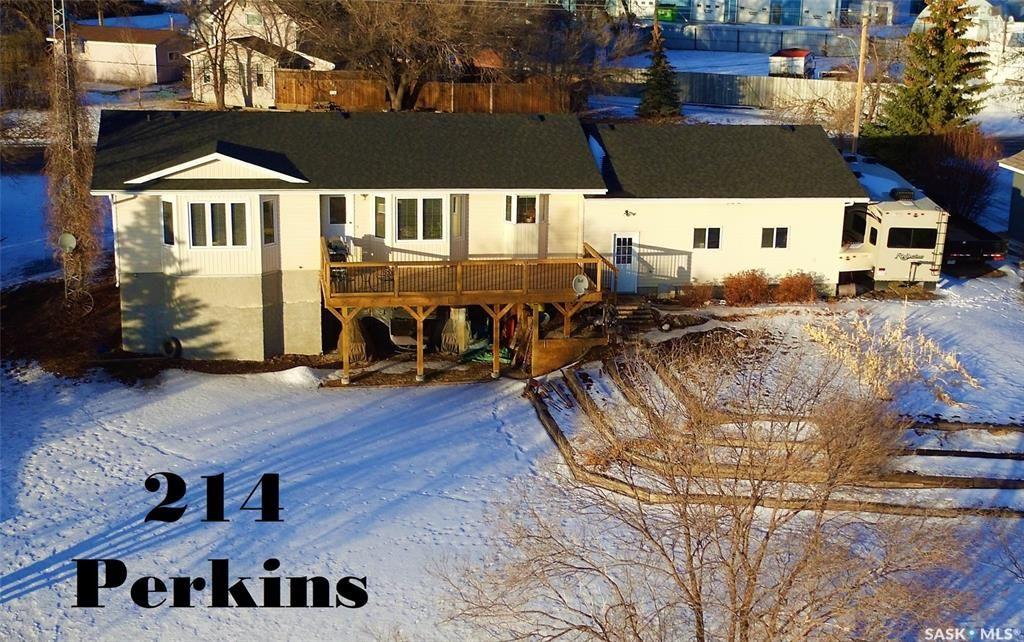 Main Photo: 214 Perkins Street in Estevan: Eastend Residential for sale : MLS®# SK839248