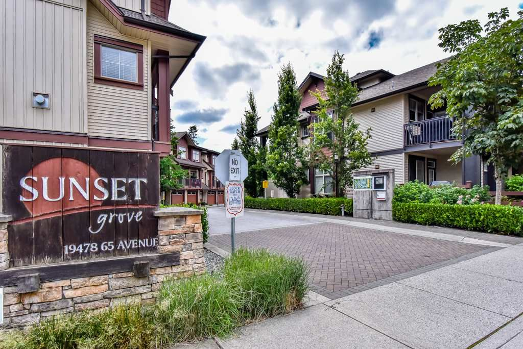 """Main Photo: 27 19478 65 Avenue in Surrey: Clayton Townhouse for sale in """"SUNSET GROVE"""" (Cloverdale)  : MLS®# R2290706"""